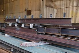鉄骨小梁を製造メイン工場
