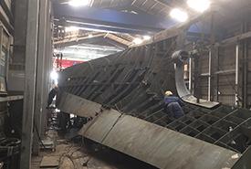 造船 船体のプロペラ部分を加工